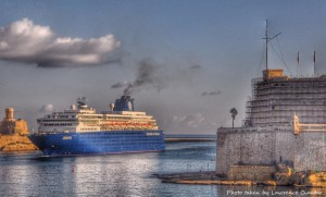 early morn cruise liner entering gh lawrence ciantar (2)